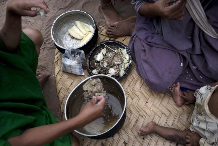familia asháninka come pescado