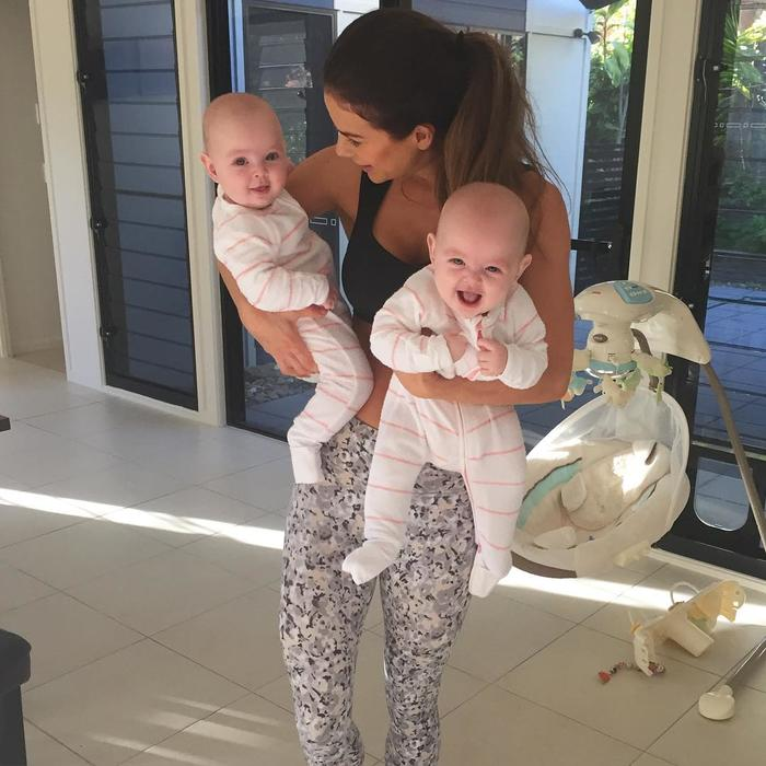 Sophie Guidolin con sus dos gemelos