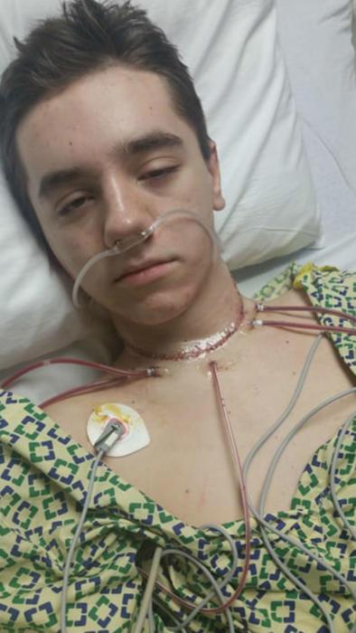 Tanner Noble tras la operación