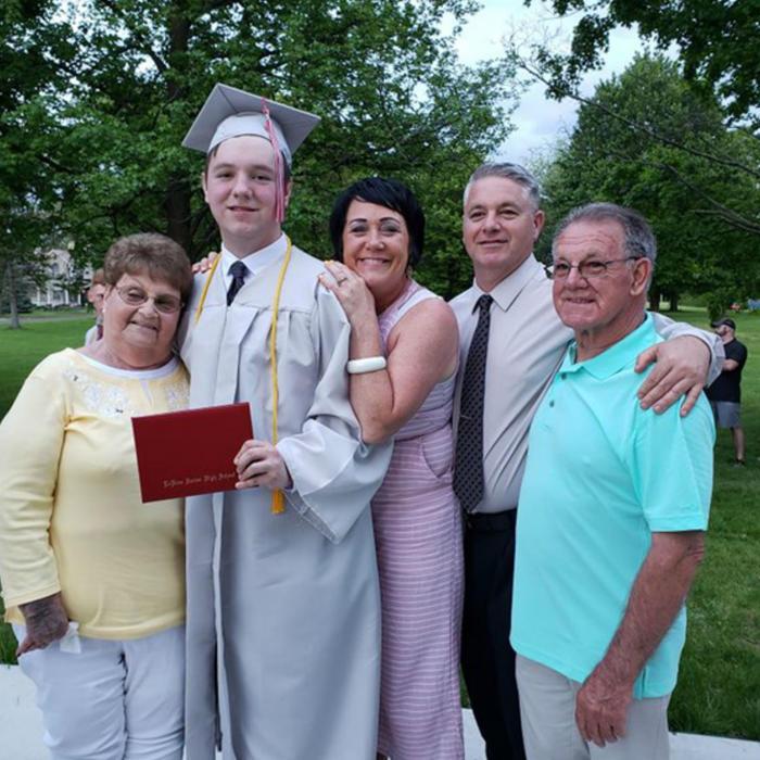 Tanner Noble en su graduación