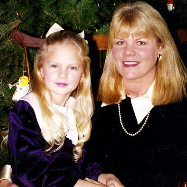 Taylor Swift con su madre hace años