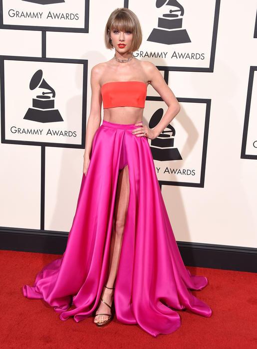 Taylor Swift en la alfombra roja de los premios Grammy 2016