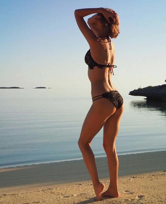 Taylor Swift posa en bikini en la playa