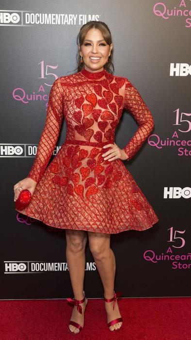 Thalía con vestido rojo de Charbel Zoe