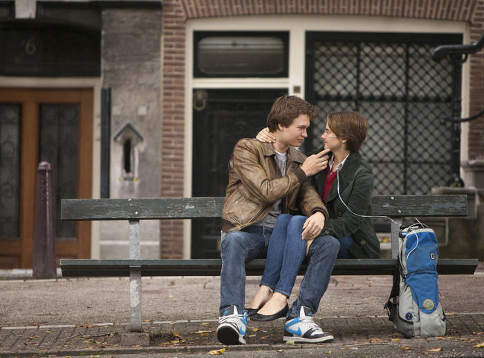 "Ansel Elgort y Shailene Woodley en ""The Fault in Our Stars"""