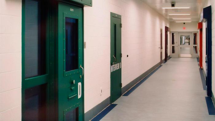 Pasillos del centro de detención para jóvenes 'Shenandoah Valley' en Staunton, Virginia el 20 de junio de 2018