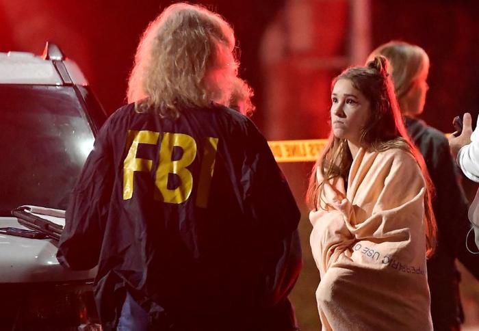 Al menos 12 muertos tras un tiroteo en una fiesta universitaria en un bar de California.