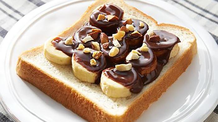 Tostada con banana y chocolate