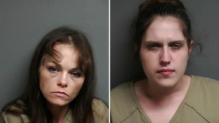 Kristi Rettig, (izquierda) era quien conduciía el auto. Alexandra Weed (derecha), viajaba en el asiento del copiloto.