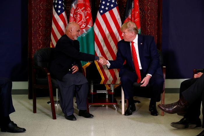 El presidente de Afganistán, Ashraf Ghani, con Donald Trump el 28 de noviembre de 2019