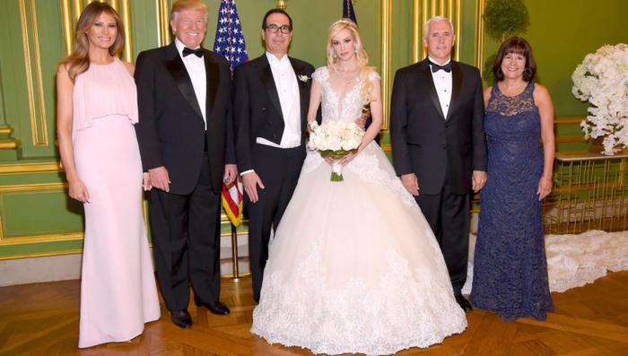 melania trump lució un increíble vestido rosa para una boda de