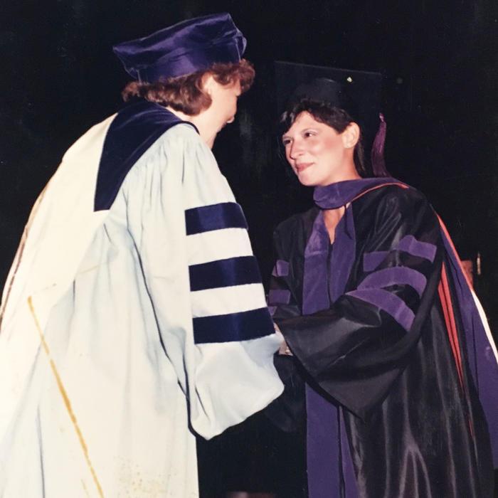 Dra. Ana María Polo se gradua como abogada