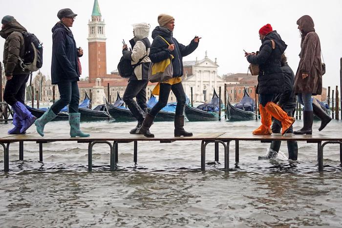 El agua desciende en Venecia tras un nuevo día de inundaciones