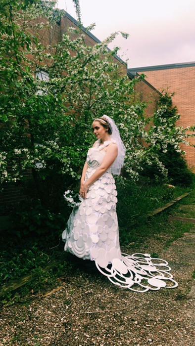 no podrás creer de qué está hecho este hermoso vestido de novia