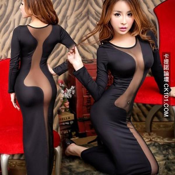 Modelo con vestido de paneles trasnparentes de Taobao