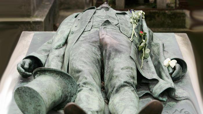 Monumento al periodista francés Victor Noir