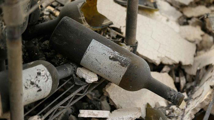 Botellas rotas por los incendios en California