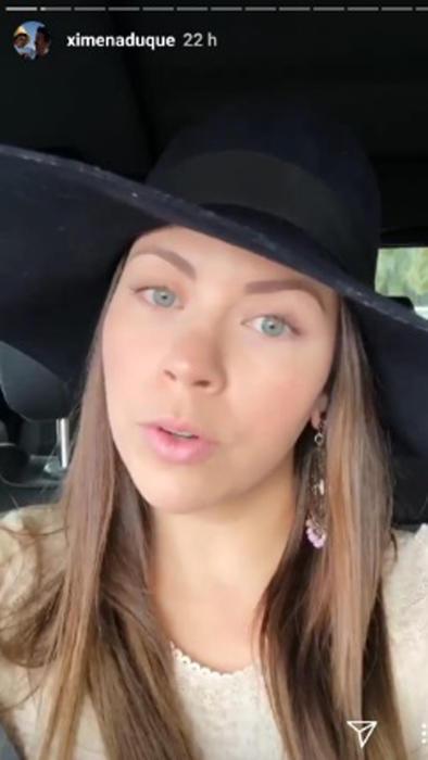 Ximena Duque con sombrero