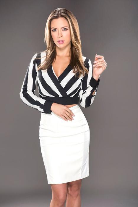 Ximena Duque falda blanca