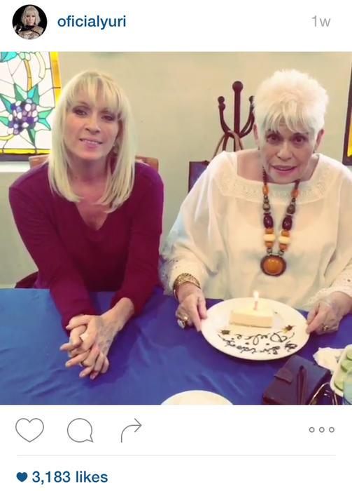 Yuri y su madre Dulce Canseco en su cumpleaños número 76