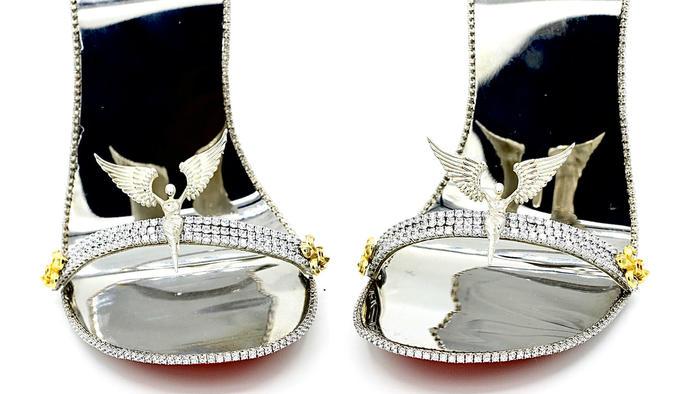 Zapatos de oro y diamantes