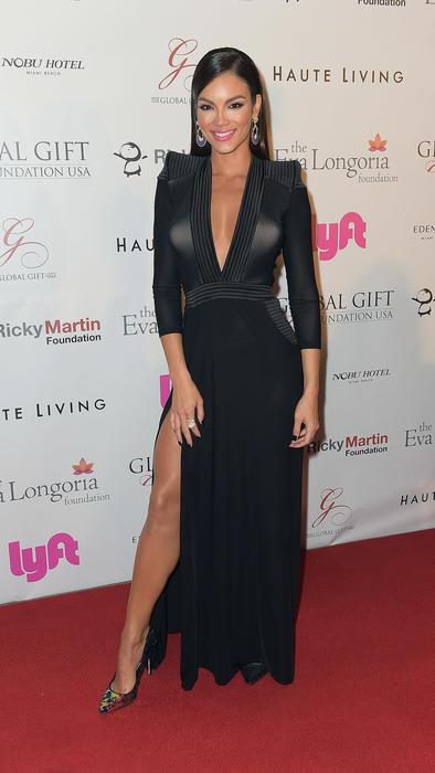 Zuleyka Rivera con vestido negro