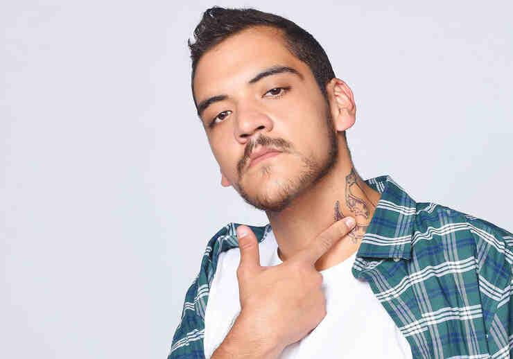 """Felipe Betancourt como Gacho en """"Bajo el mismo cielo"""""""