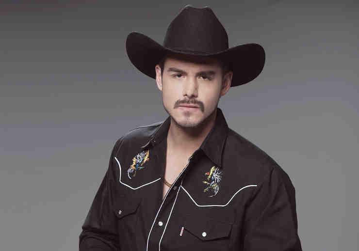 Oscar Priego, Erik El Gallo López, con sombrero negro, Señora Acero 2