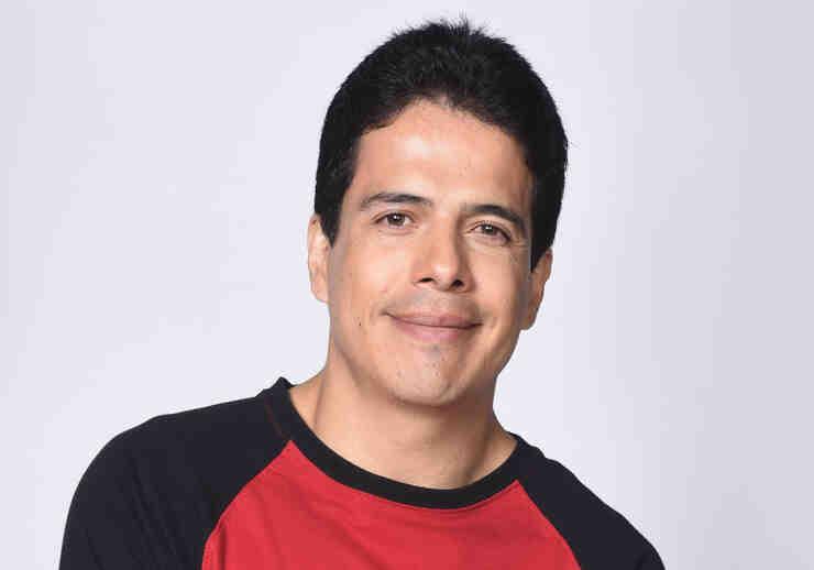 Freddy Flórez como Santiago Yépez en Bajo El Mismo Cielo