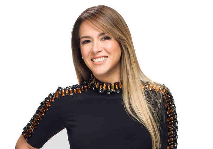 Erika de la Vega en su foto oficial de Ya Era Hora
