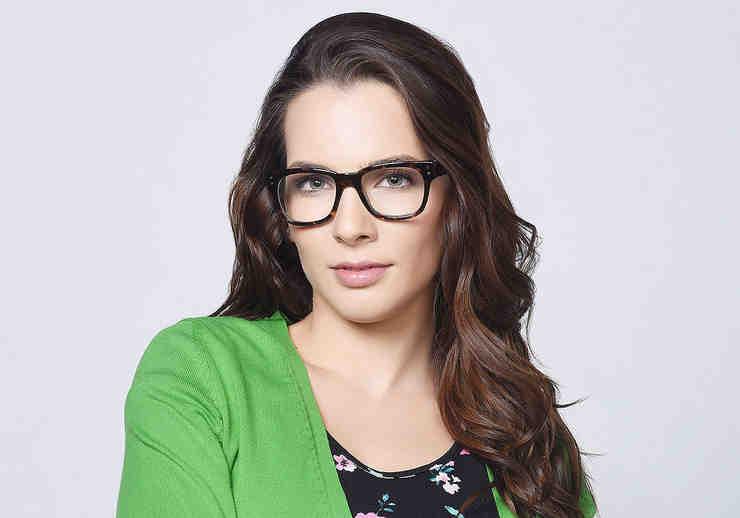 """Kendra Santacruz como Greicy Cordero en """"Bajo el mismo cielo"""""""