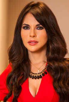 Vanessa Villela - Elena Serrano