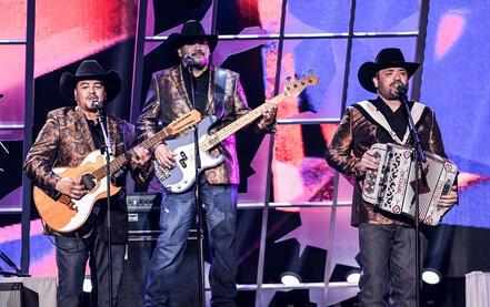 Intocable Premios Tu Mundo 2016