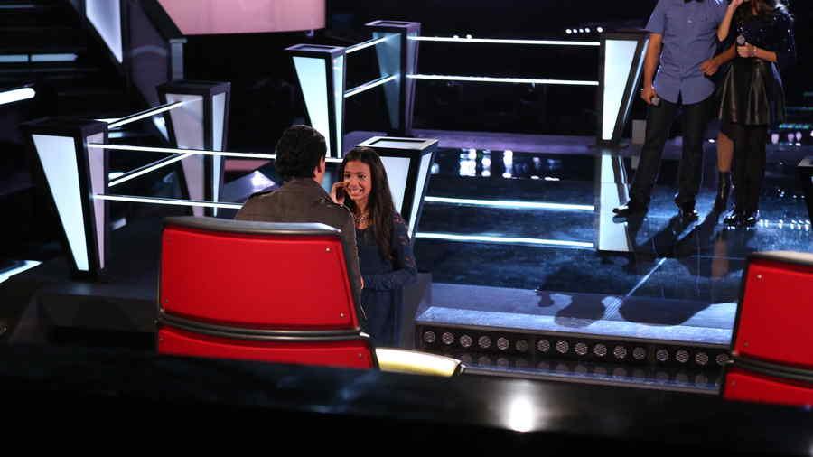 Pedro Fernandez felicita a Wildania Aquino en la voz kids