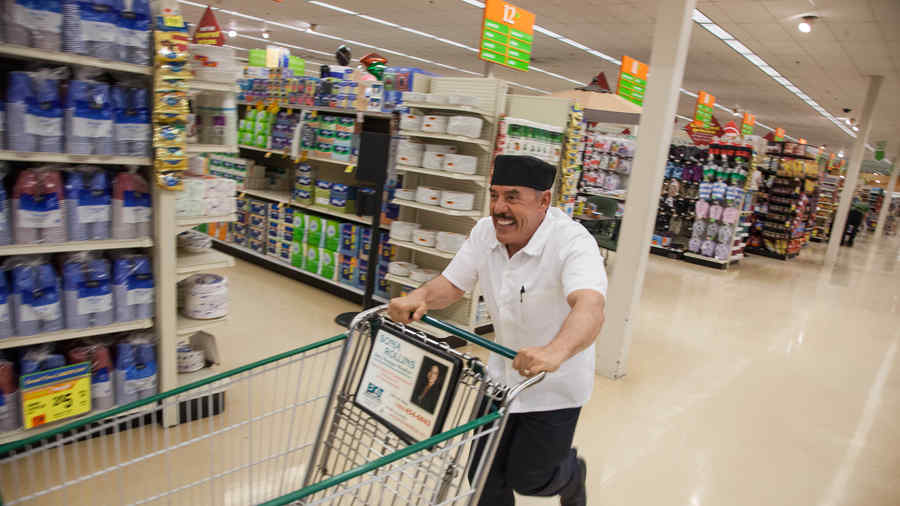 Don Pedro Rivera en el supermercado en Top Chef Estrellas