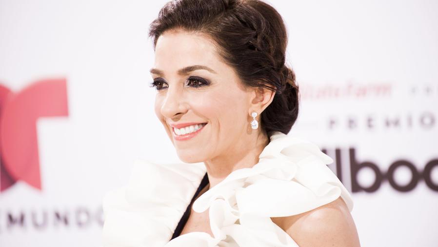 Kika Rocha alfombra blanca Premios Billboard 2015