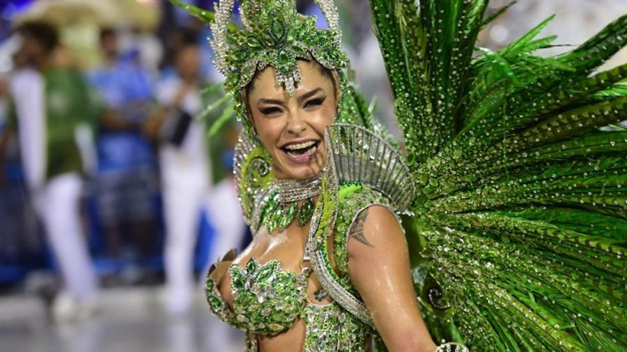 Garota en el carnaval de Río