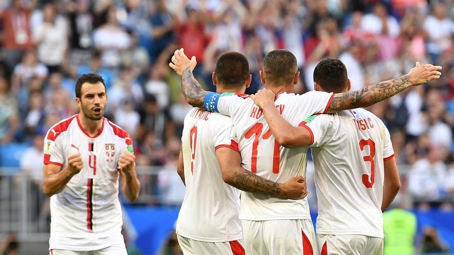 Serbia gana