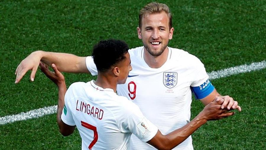Inglaterra gana
