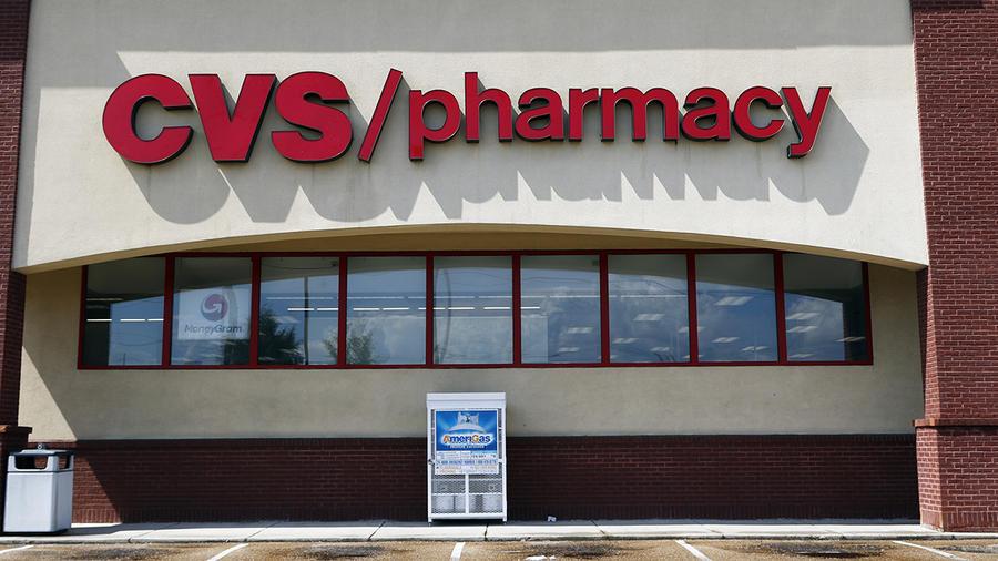 Imagen del lateral de una farmacia CVS.