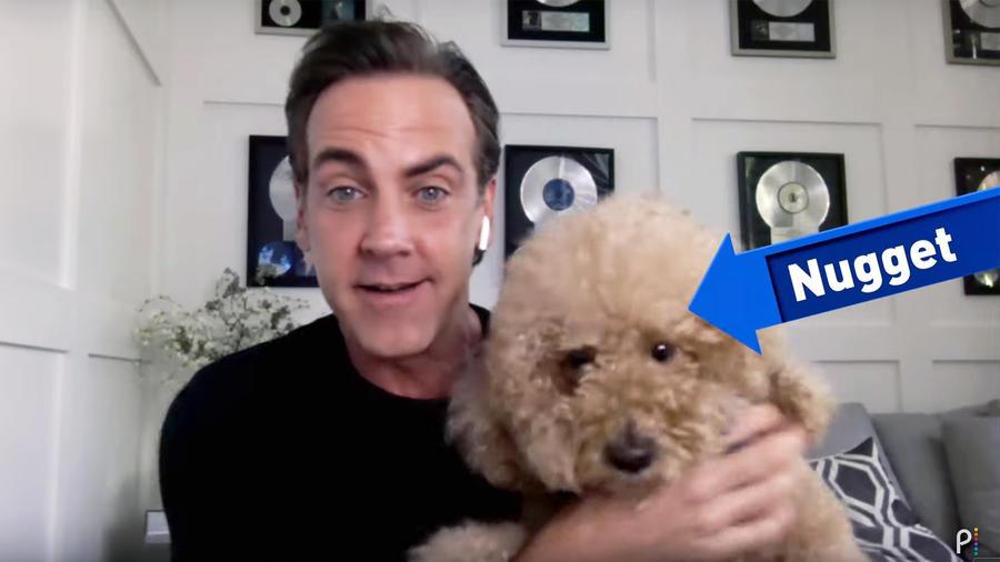 Carlos Ponce con su perro Nugget