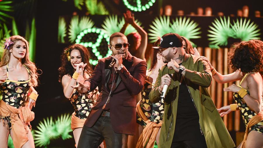 Shaggy y Farruko en los Latin AMAs 2015