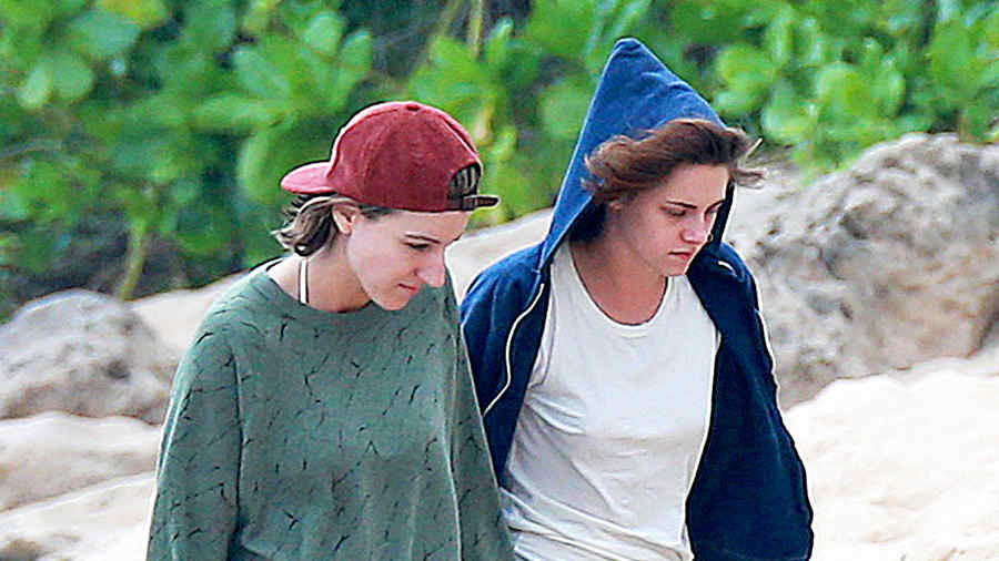 *EXCLUSIVE* Kristen Stewart finally moves on from Robert Pattinson with BFF Alicia Cargile **MUST CALL FOR PRICING**