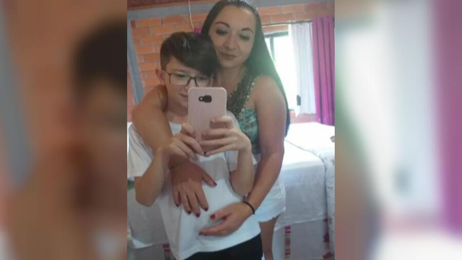 Alexandra Dougokenski y su hijo Rafael