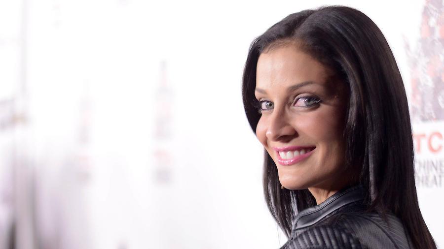 Dayanara Torres enfrenta con optimismo el cáncer que la aqueja