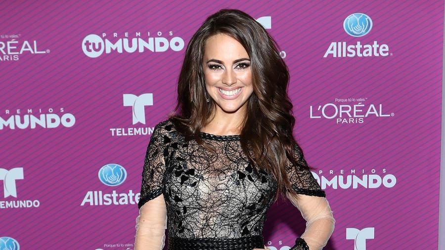 María Elisa Camargo  en la alfombra azul de Premios Tu Mundo 2015