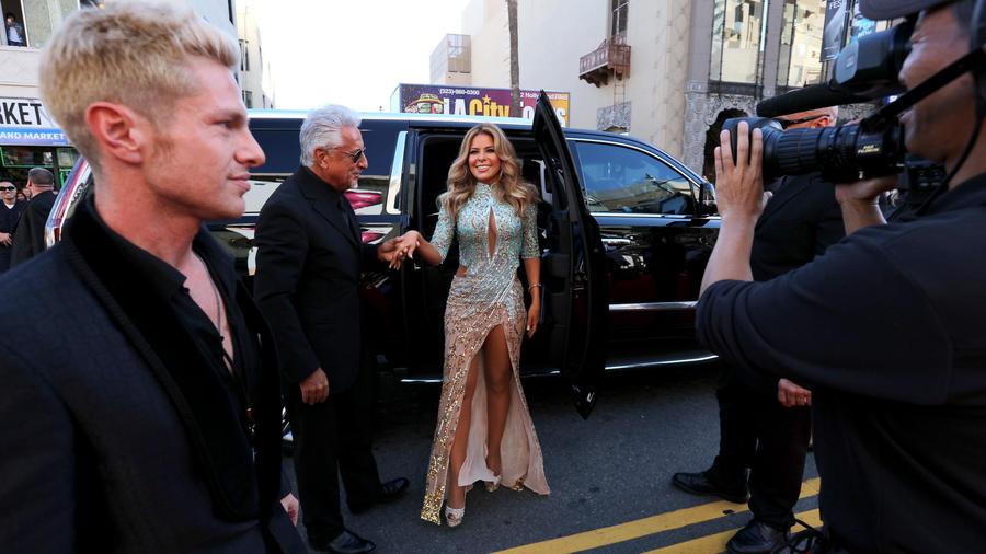 Gloria Trevi a su llegada a la alfombra roja de los Latin American Music Awards 2015