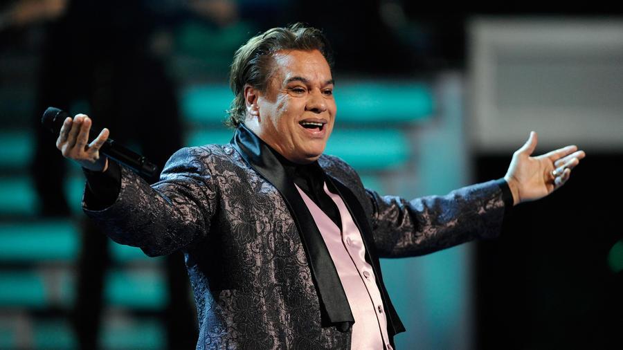 Juan Gabriel durante su presentacion en los Latin Grammy 2009