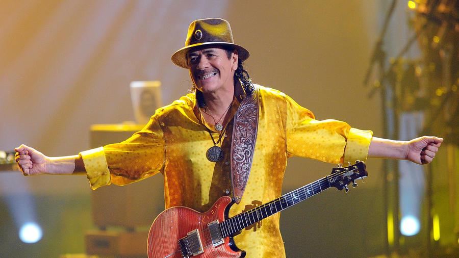 Carlos Santana en su presentación en los American Music Awards 2010
