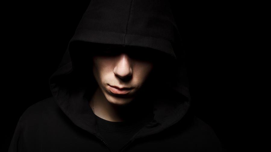 Imagen de un joven delincuente.
